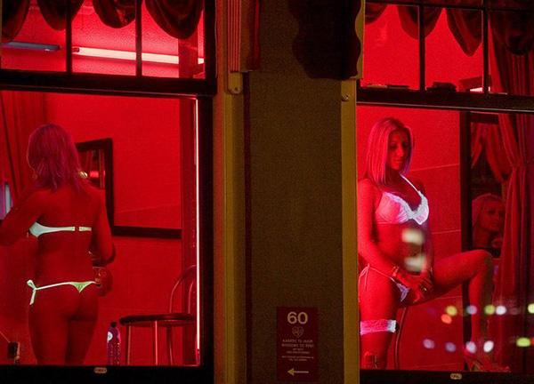 Порно кино проводом игра амстердам